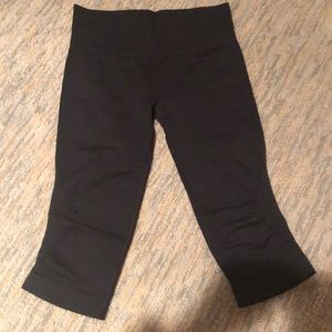 Lululemon black cropped leggings